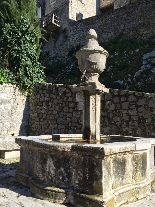 Fontaine Peillon